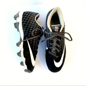 Men's Nike Cleats Size 8 w black and white